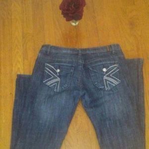 These dark blue iced denim jeans with a relaxed fi